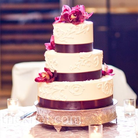 13 Photos of Wine Colored Wedding Cakes