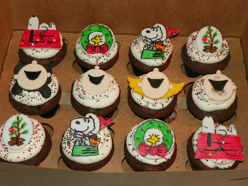 Peanuts Christmas Cake and Cupcakes