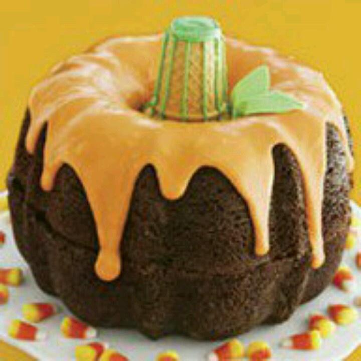 Pumpkin Shaped Bundt Cake