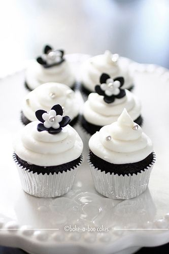 Simple Black and White Cupcakes