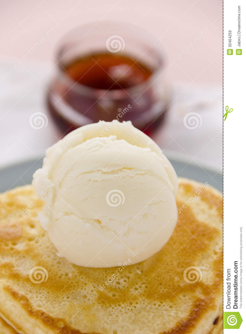 Vanilla Ice Cream with Maple Syrup