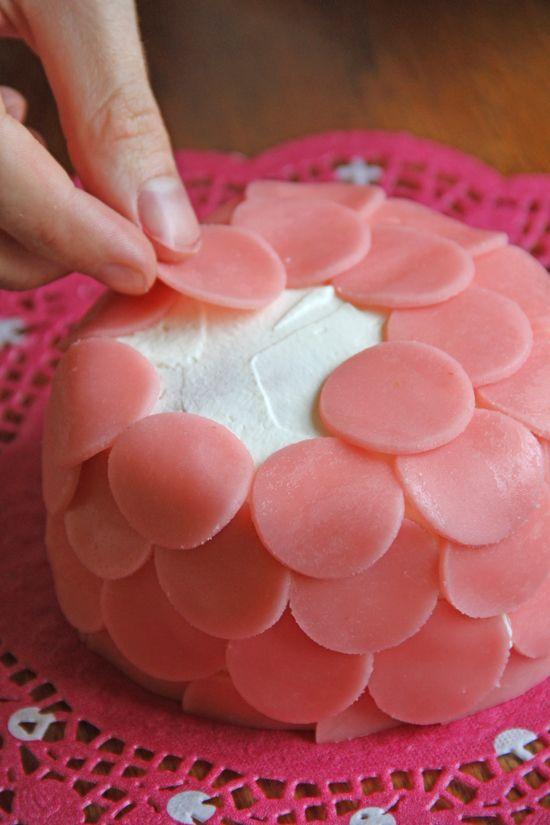 Decorating with Marshmallow Fondant Cake