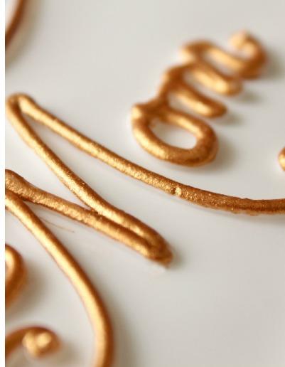 How to Make Metallic Gold Icing