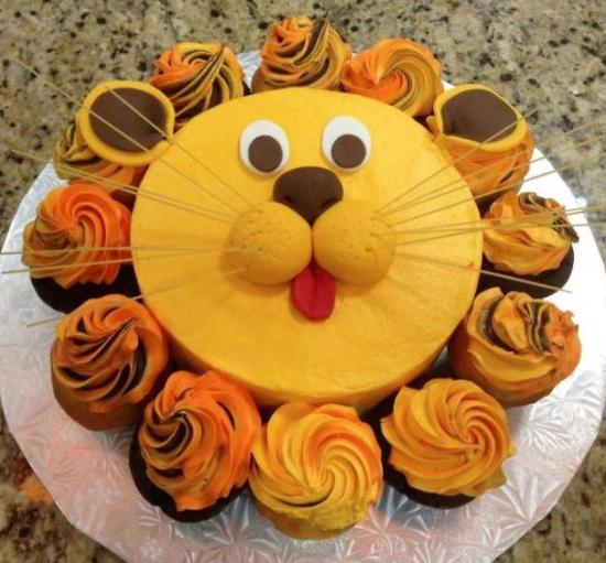 Lion Birthday Cake with Cupcakes