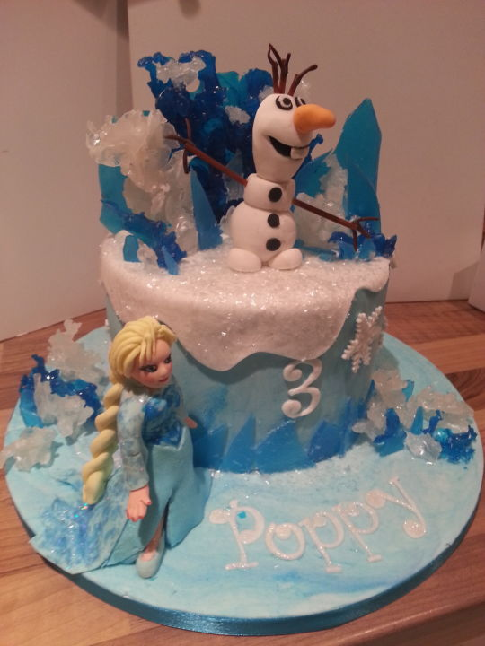 Cake with Frozen Olaf and Elsa
