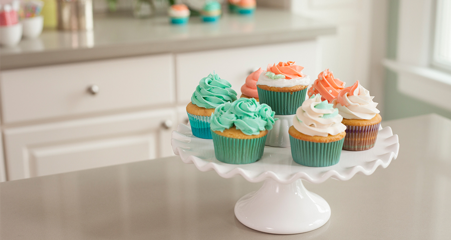 Decorating Cupcakes with Buttercream Frosting