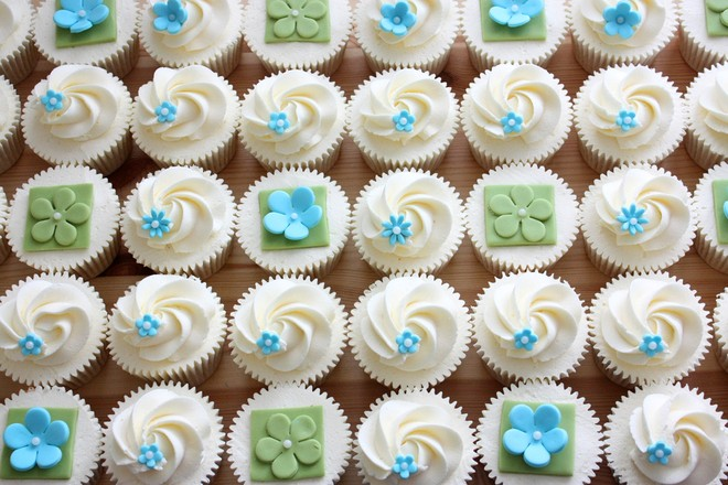 Decorating Cupcakes with Buttercream