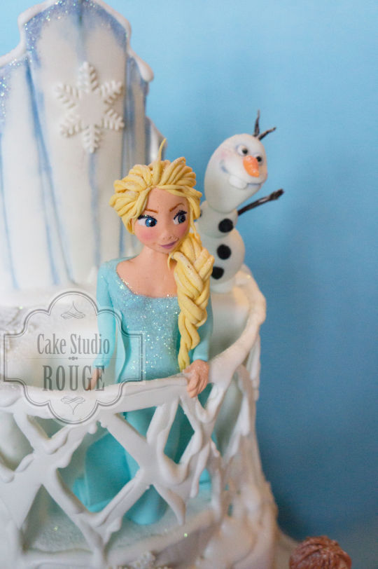 Elsa Anna and Olaf Frozen Cake