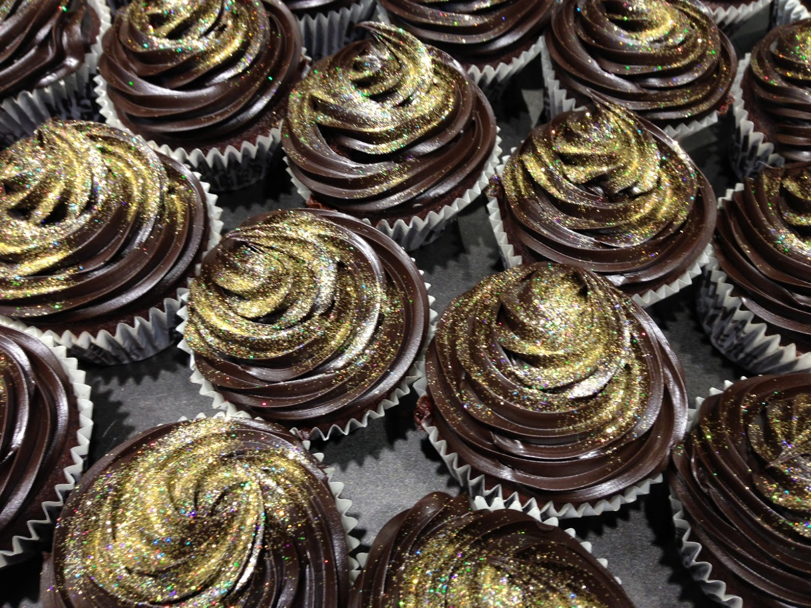Gold and Chocolate Cupcakes