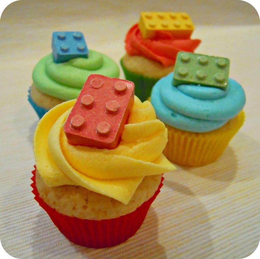 LEGO Birthday Cake Cupcakes