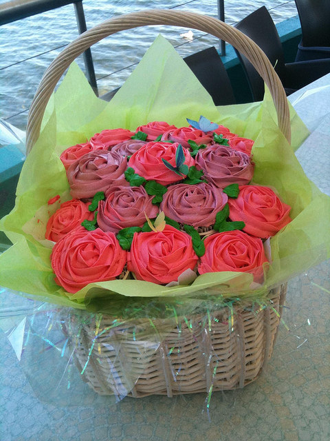 Rose Basket Cupcakes