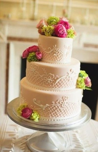 Elegant Wedding Cake with Fresh Flowers
