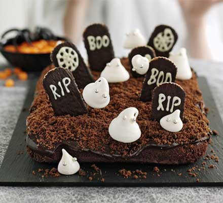 Haunted Graveyard Halloween Cake