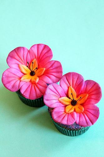 Hawaiian Flower Cupcake Cake