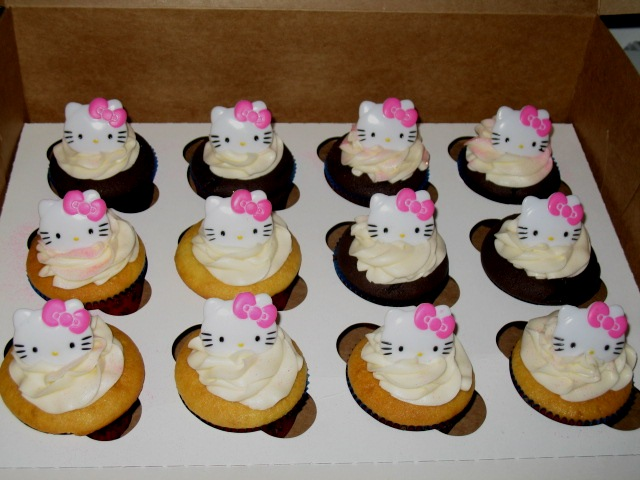 Hello Kitty Cupcake Cake Beach