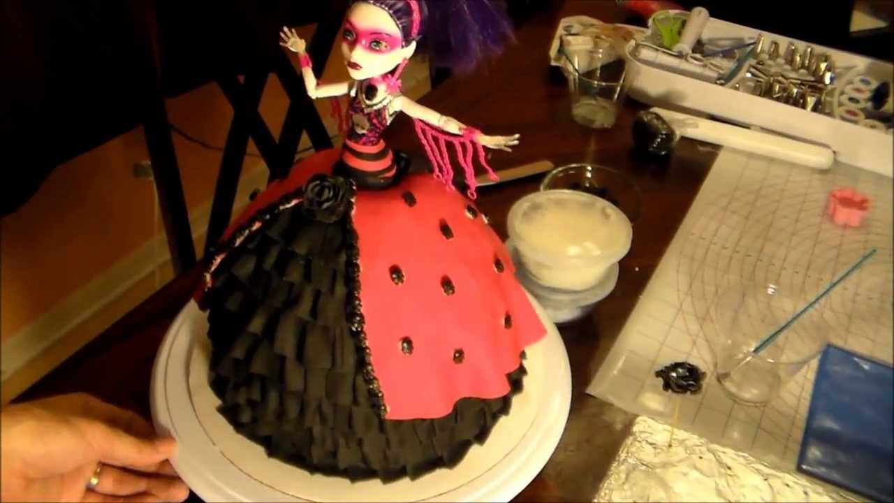 9 Photos of Scary Doll Cakes