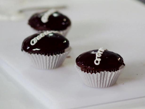 Sandra Lee Black and White Cupcakes