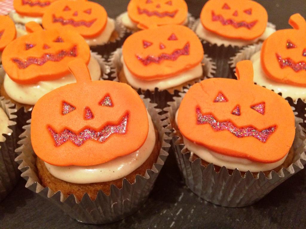 8 Photos of Pumpkin Halloween Faces Cupcakes