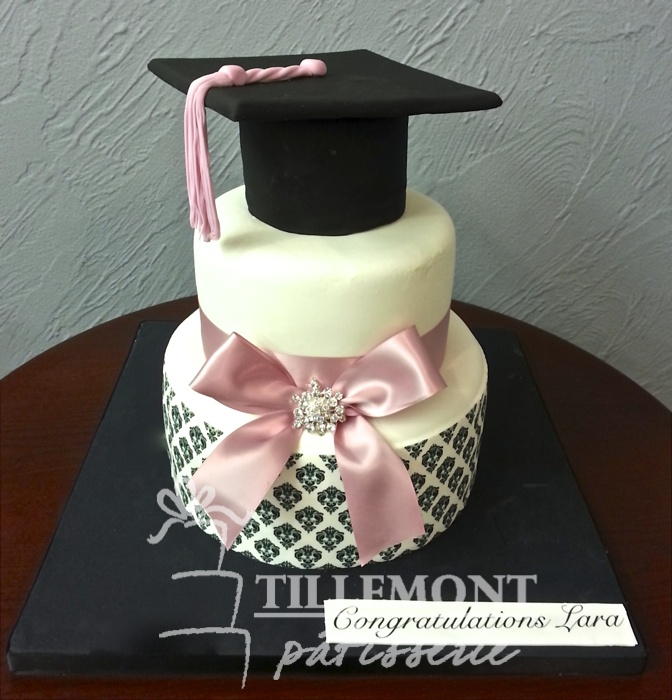 7 Photos of Pinterest Graduation Cakes With Gold
