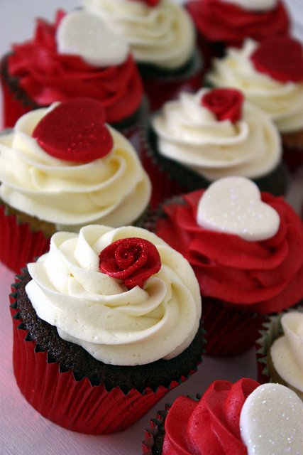 8 Photos of Roses On Cupcakes Or Hearts