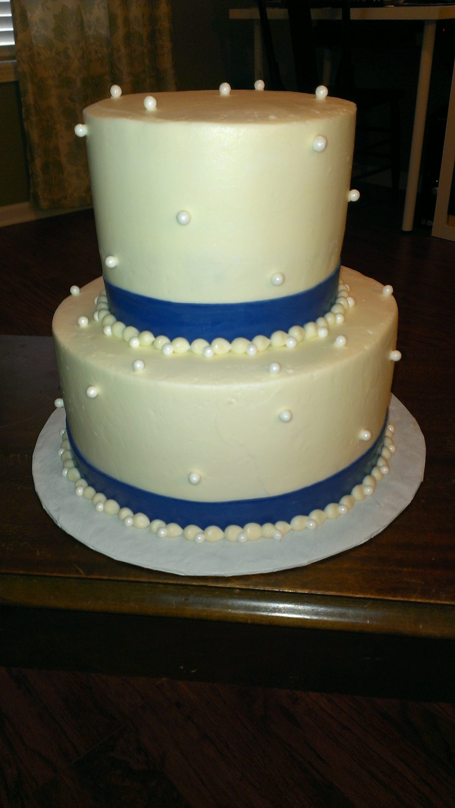 Cakes with Fondant Pearl Borders