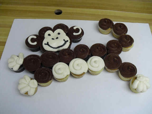 Monkey Pull Apart Cupcake Cake