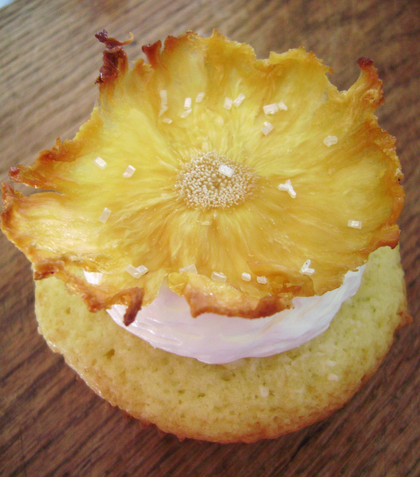 Pineapple Coconut Cupcakes with Buttercream