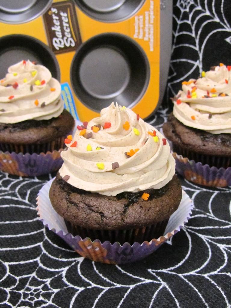Pumpkin Cupcakes with Cinnamon Buttercream