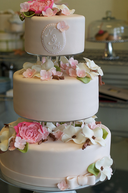 Separated Tiered Wedding Cakes