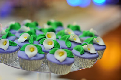 Calla Lily Wedding Cakes with Cupcakes