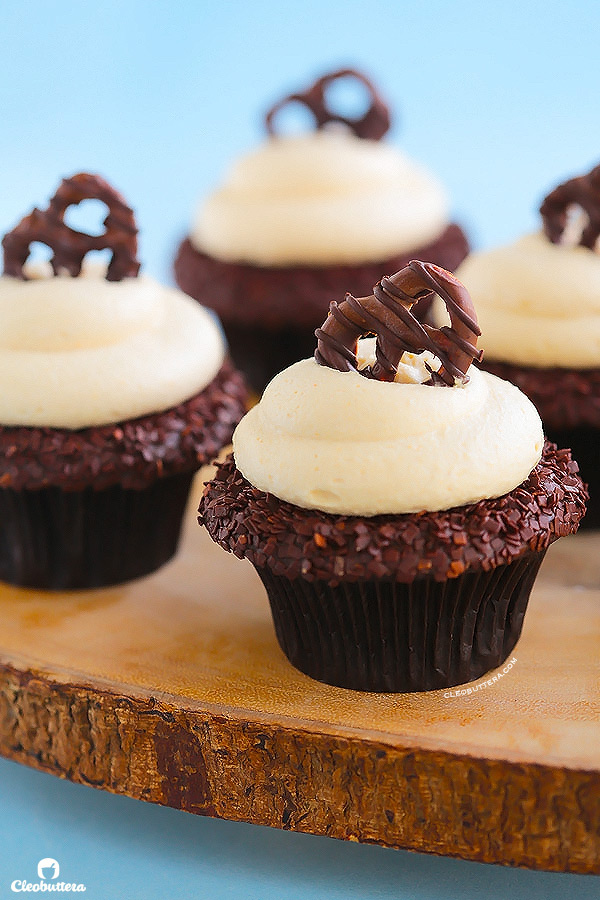 Cupcakes with Peanut Butter Chocolate Fudge Frosting