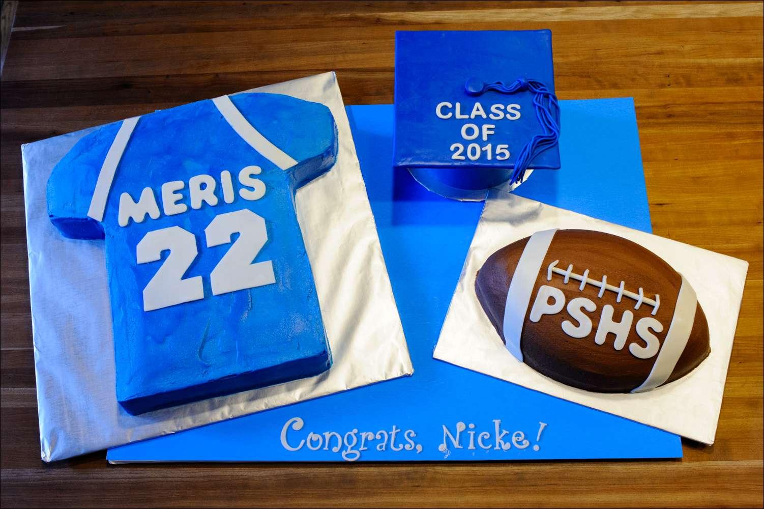 11 Photos of Football Graduation Cupcakes