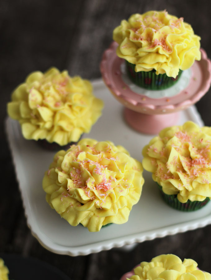 How to Make Frosting Flowers On Cupcakes