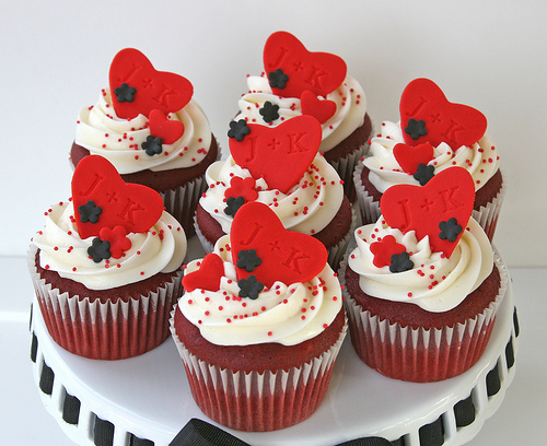 6 Photos of Red Black Icing And Cupcakes