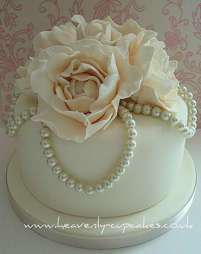 Vintage Wedding Cake with Pearls