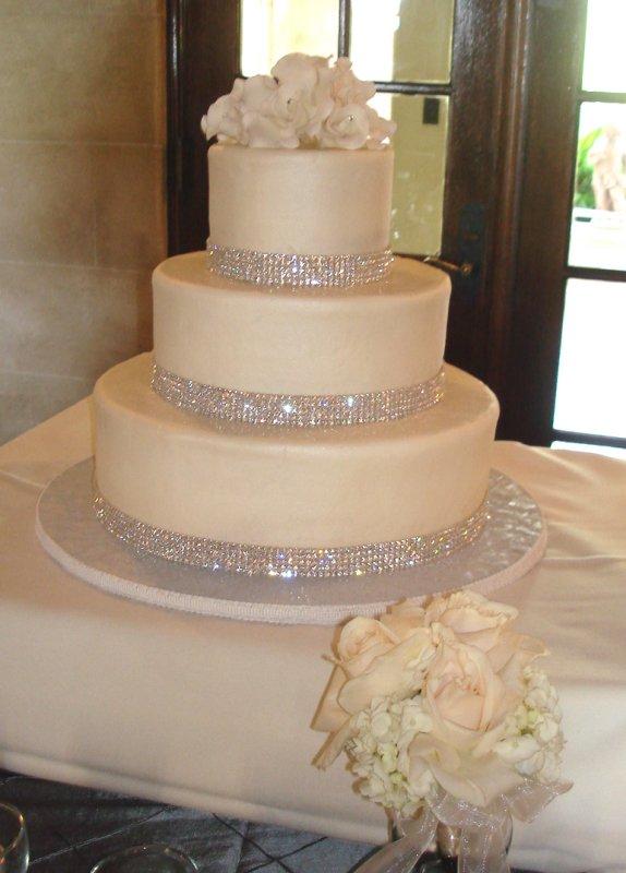 Wedding Cake with White Diamond