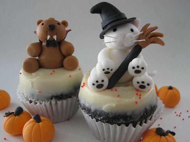 11 Photos of Cupcakes Cute Halloween Signs