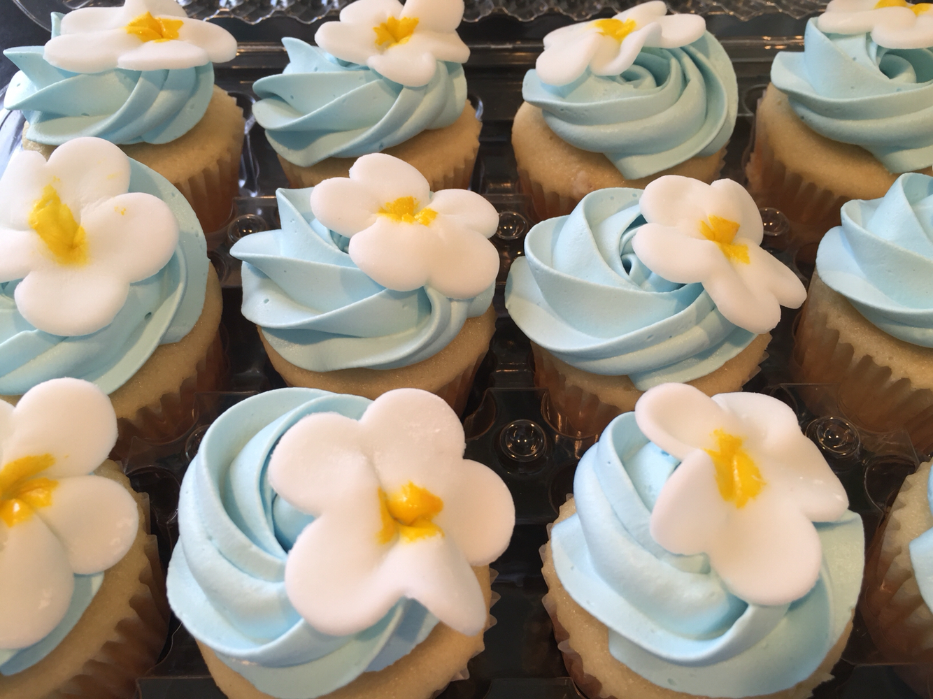 Hawaiian Luau Themed Cupcakes
