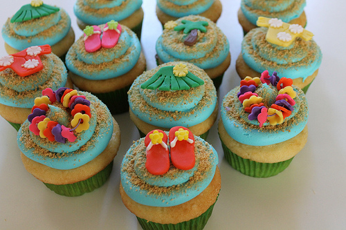 9 Photos of Hawaiian Themed Birthday Cake Cupcakes