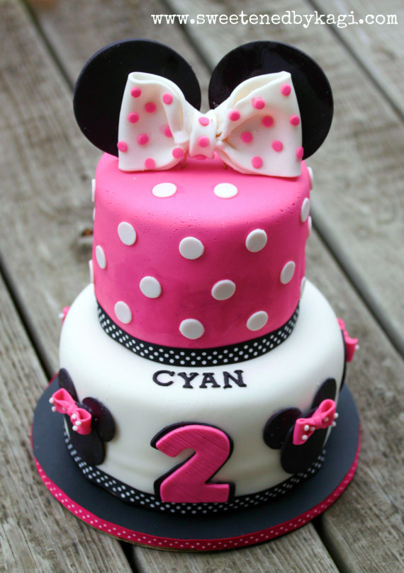 Minnie Mouse Fondant Cake