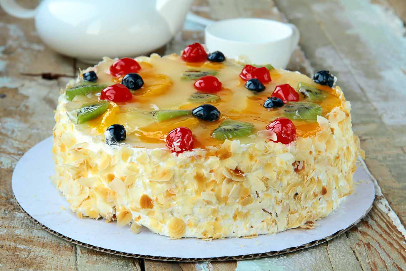 Recipe for Layered Cake with Fresh Fruit