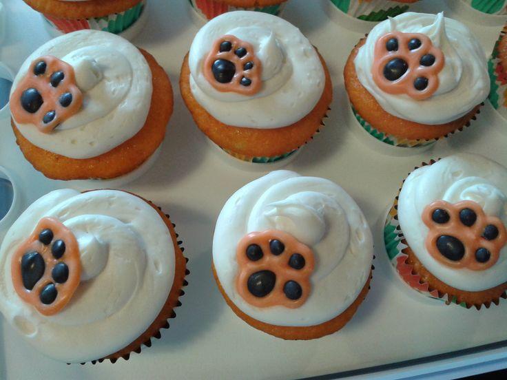 Tiger Paw Cupcake Cake
