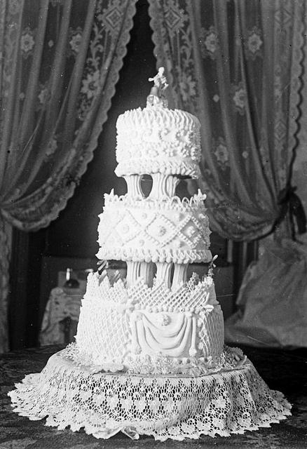 1960s Vintage Wedding Cake