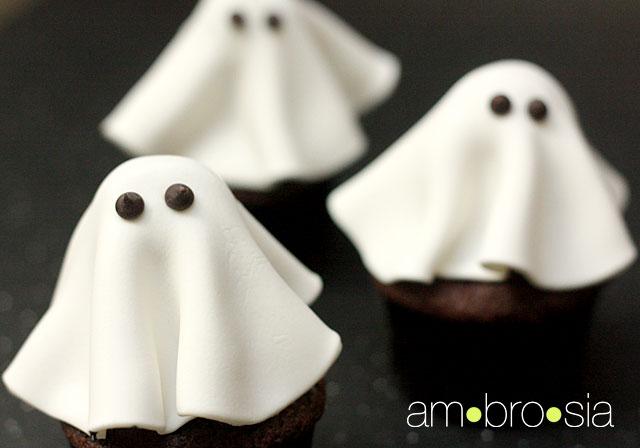 Cute Halloween Ghost Cupcakes