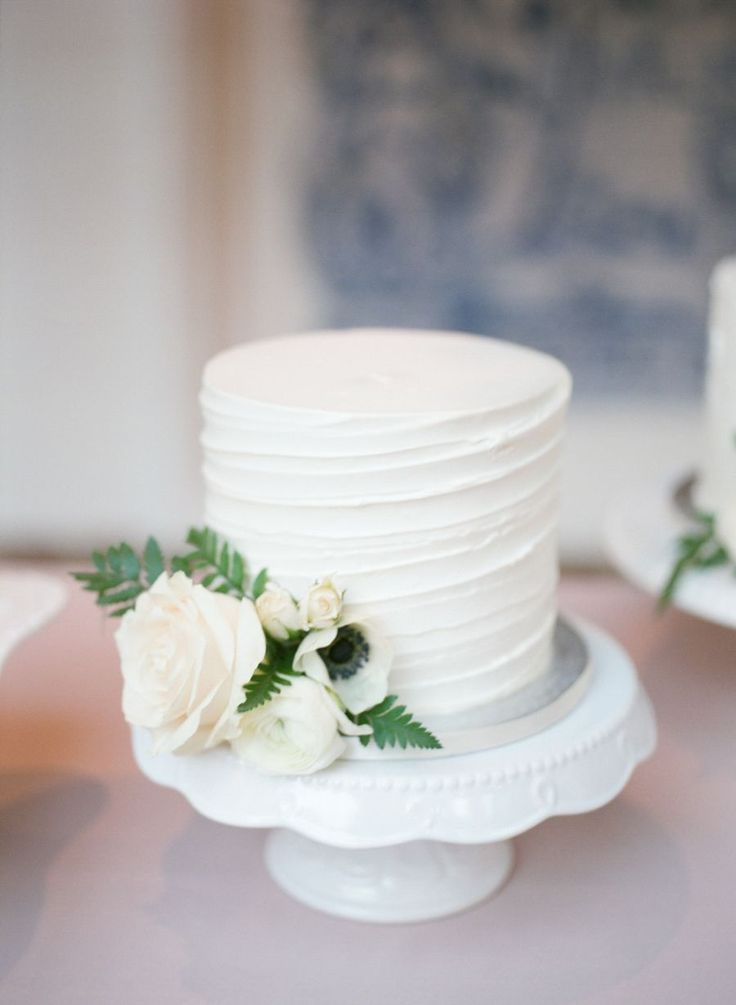 Small Wedding Cake Cupcakes