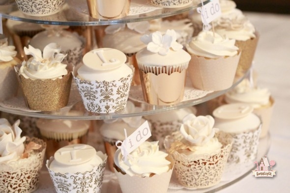 7 Photos of Black Gold And Ivory Wedding Cupcakes