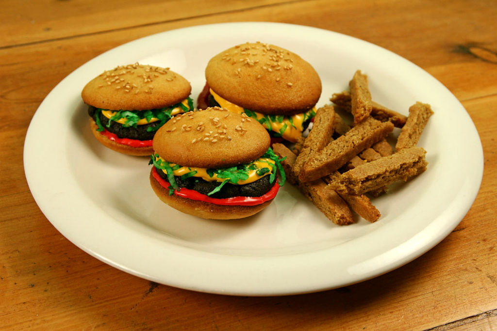 Hamburger Cupcakes with Cookie Fries