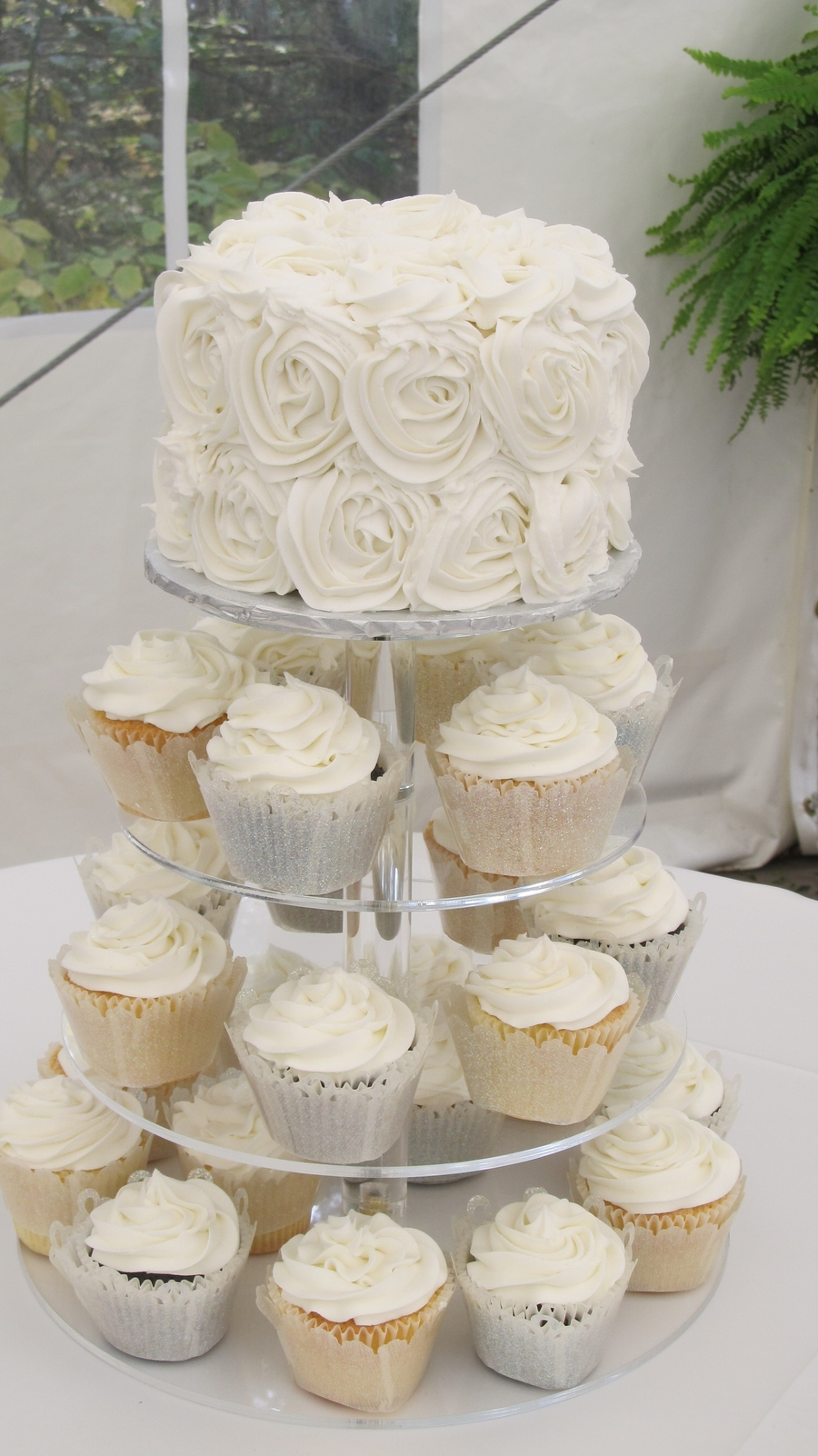 Rosette Wedding Cake with Cupcakes