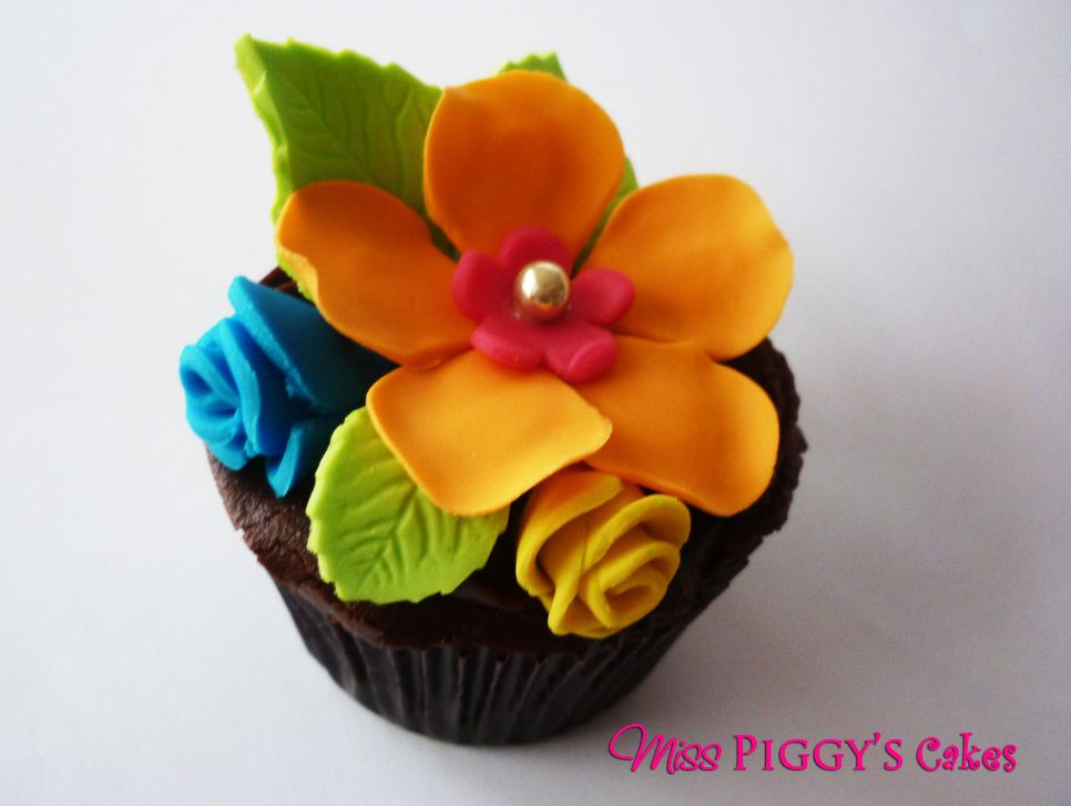 Tropical Flowers Cake Cupcakes
