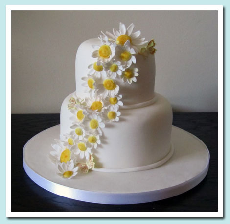 2 Tier Wedding Cake with Daisies